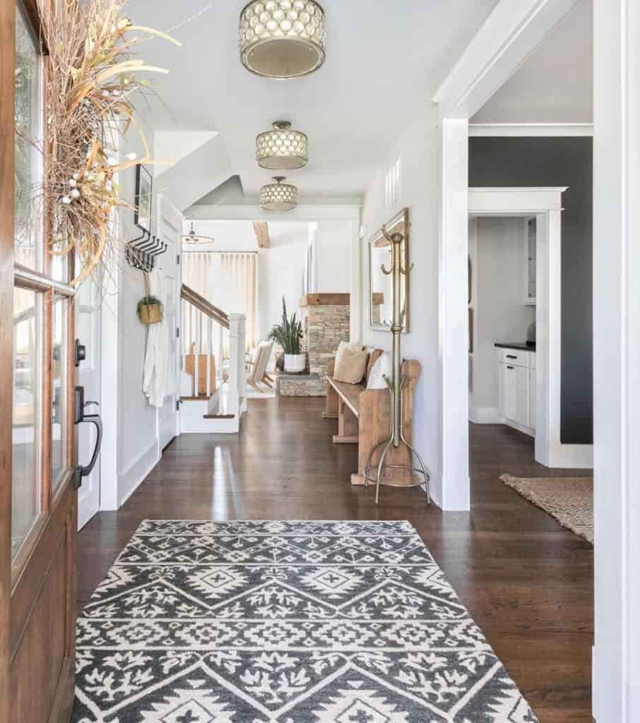 Gray geometric rug in the hallway with dark flooring