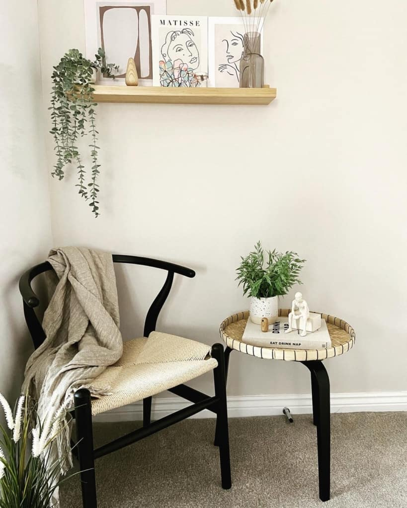 Wishbone chair with side table
